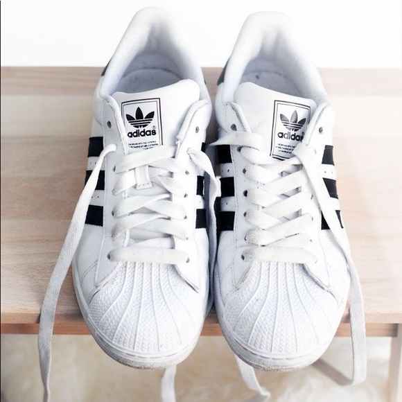 lowest price 9f22b 74863 ONSALE Adidas Superstar sneakers size 8
